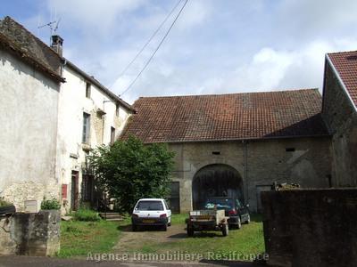 Karakteristieke dorpswoning met schuur en tuin, Haute Saône, Frankrijk