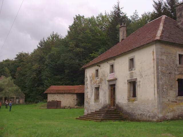 LANDHUIS AAN RIVIER IN BOS, Haute Saône, Frankrijk
