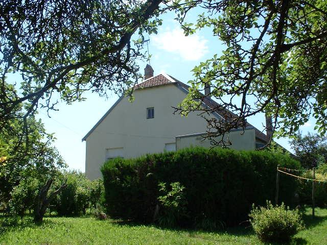 Grote boerderij met mooie tuin, Haute Saône, Frankrijk