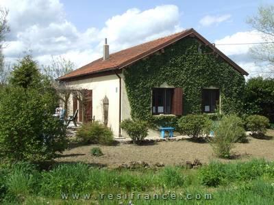 Mooie vrijstaande dorpswoning met tuin en uitzicht, Haute-Marne, Frankrijk