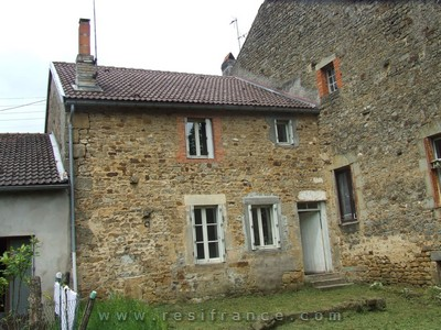Gerenoveerde dorpswoning met tuin., Haute-Marne, Frankrijk