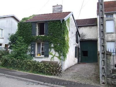 Mooi gelegen dorpswoning met tuin, schuur en uitzicht, Haute-Marne, Frankrijk
