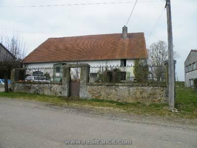 Vrijstaand dorpshuis te renoveren met grote tuin en cour, Haute-Marne, Frankrijk