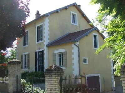 Mooi vrijstaand Maison de Caractère met tuin aan riviertje, Haute-Marne, Frankrijk