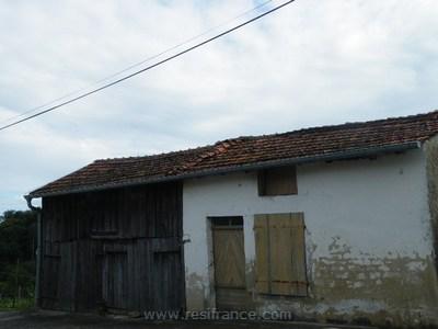 Een klein huisje met garage compleet te renoveren met pracht, Vosges, Frankrijk