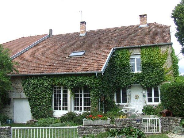Maison de Caractère met romantische tuin en uitzicht, Haute-Saone, Frankrijk