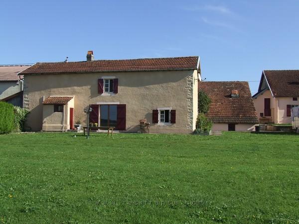 Charmante dorpswoning met uitzicht en nog 2 huisjes, Haute-Saone, Frankrijk