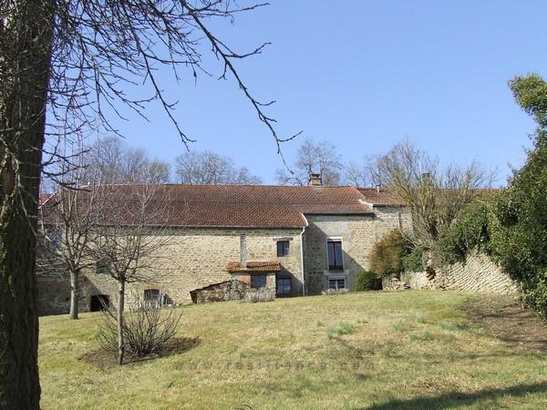 Te renoveren dorpsboerderij met tuin en schitterend uitzicht, Haute-Marne, Frankrijk