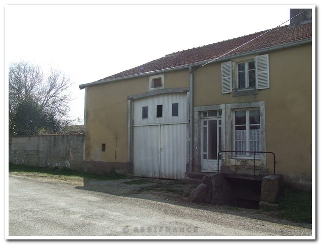 Te renoveren dorpsboerderij met mooie tuin, Haute-Marne, Frankrijk