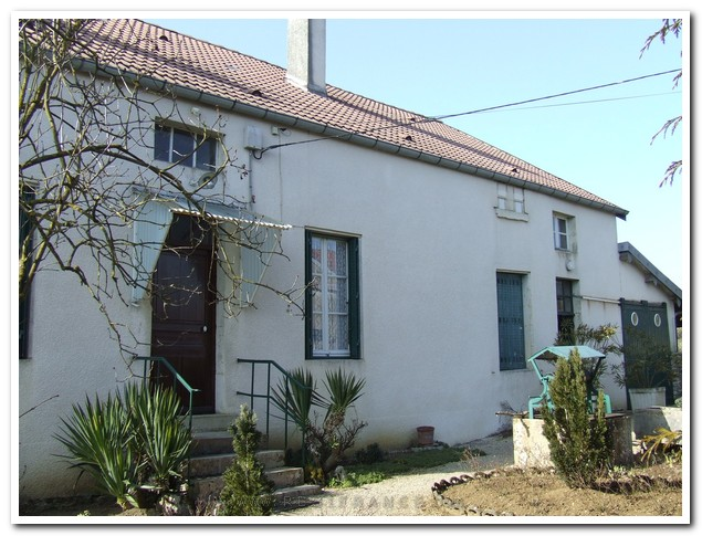 Charmante vrijstaande woning met mooie tuin, Haute-Marne, Frankrijk