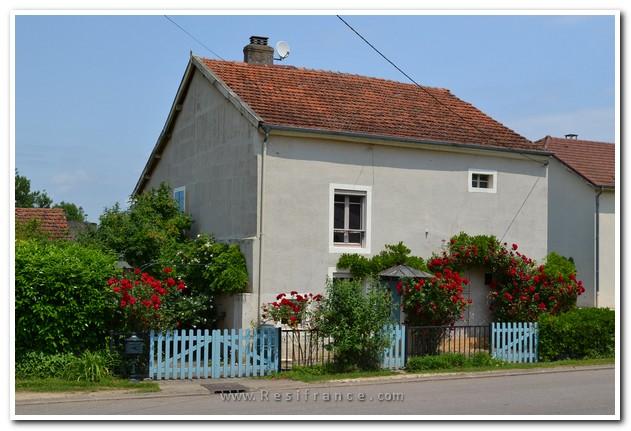 Charmante vrijstaande dorpswoning met mooie tuin, Haute-Saone, Frankrijk
