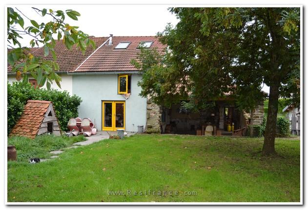 Mooie dorpswoning met leuk tuinhuis, Haute-Marne, Frankrijk