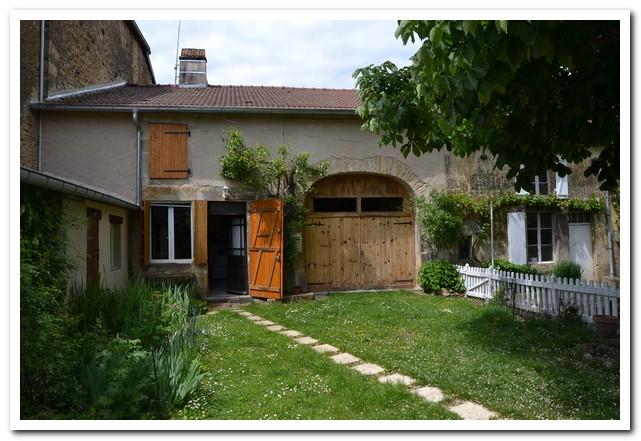 Gerenoveerde dorpswoning met voor en achtertuin, Haute-Marne, Frankrijk