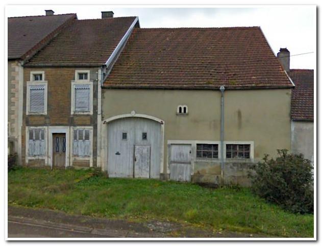 Dorpsboerderij met grote tuin aan beekje, Haute-Marne, Frankrijk