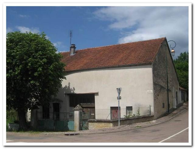 Charmant dorpswoning gelegen aan mooie beek, Haute-Marne, Frankrijk