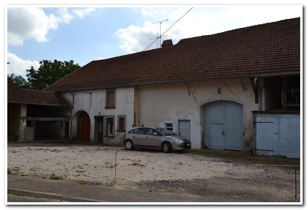 Grote dorpsboerderij met mooie tuin, Haute-Saone, Frankrijk