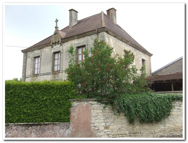 Voormalige pastoorswoning in een rustig dorpje., Haute-Marne, Frankrijk