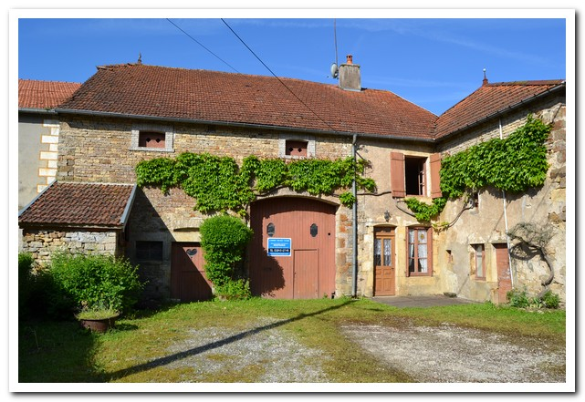 Grote dorpsboerderij met mooie tuin., Haute-Saone, Frankrijk