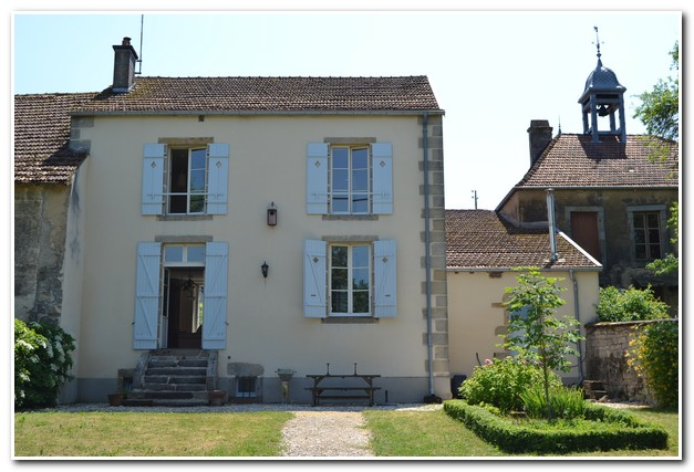 Voormalige pastorie woning met ruime tuin en mooi uitzicht, Haute-Marne, Frankrijk