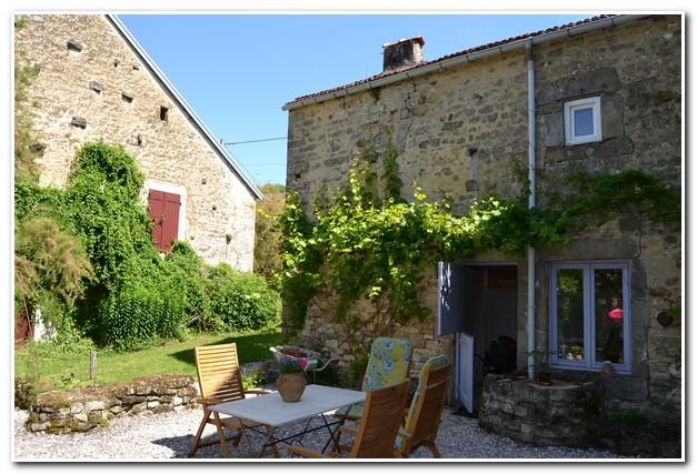 Vrijstaande woonboerderij met mooi terrein en uitzicht, Haute-Marne, Frankrijk