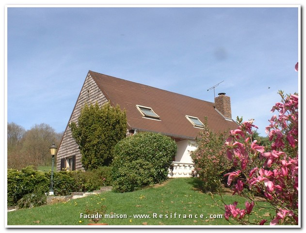 Vrij gelegen villa met 1,9Ha terrein op droomlocatie, Haute-Marne, Frankrijk