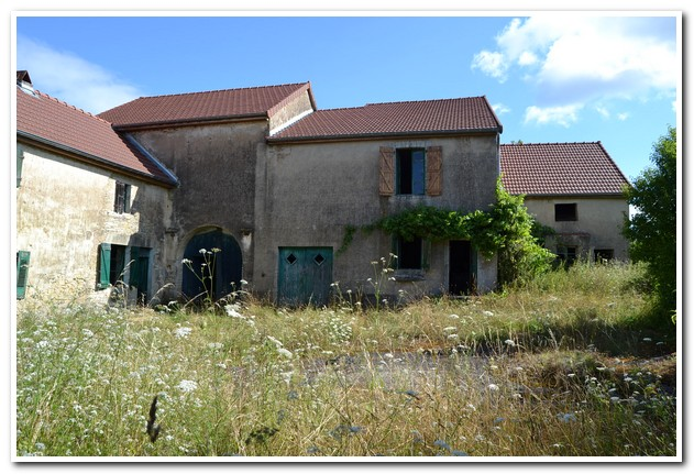 Mooi gelegen ensemble van boerderijen met terrein en uitzicht, Haute-Saone, Frankrijk