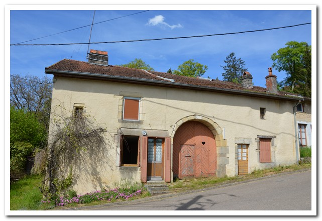 Te renoveren dorpsboerderij met tuin, Haute-Saone, Frankrijk