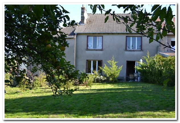 Ruime dorpswoning met mooie tuin en uitzicht, Haute-Marne, Frankrijk