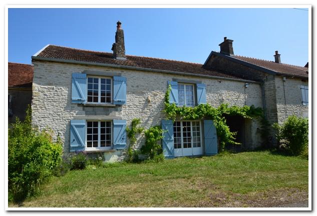 Maison de campagne met authenticiteit en uitzicht, Haute-Saone, Frankrijk