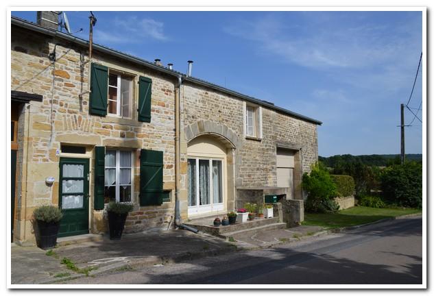 Gerenoveerde dorpswoning op schitterende lokatie, Haute-Marne, Frankrijk