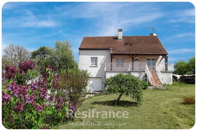 Mooi vrijstaand dorpshuis op groot perceel, Haute-Marne, Frankrijk