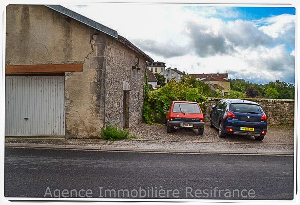 Schuur / garage met parkeerplaats en tuin, Haute-Marne, Frankrijk