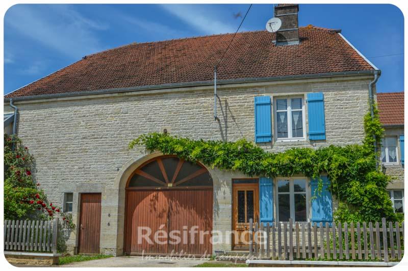 Mooi dorpshuis met prachtige tuin, Haute-Saone, Frankrijk