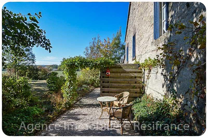 Charmant woonhuis met mooi terrein aan beekje, Haute-Marne, Frankrijk