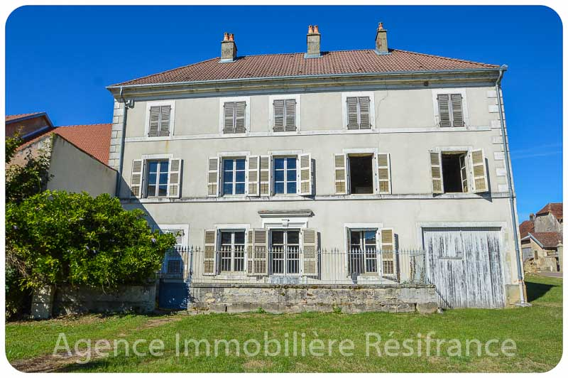 Maison de Caractère met grote dépendance en tuin, Haute-Saone, Frankrijk