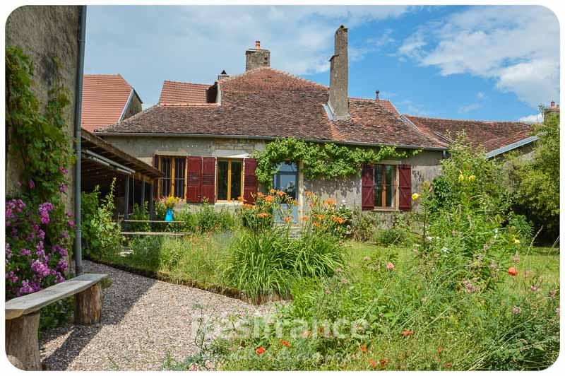 Maison de Caractère met romantische tuin en veel authenticiteit, Haute-Saone, Frankrijk