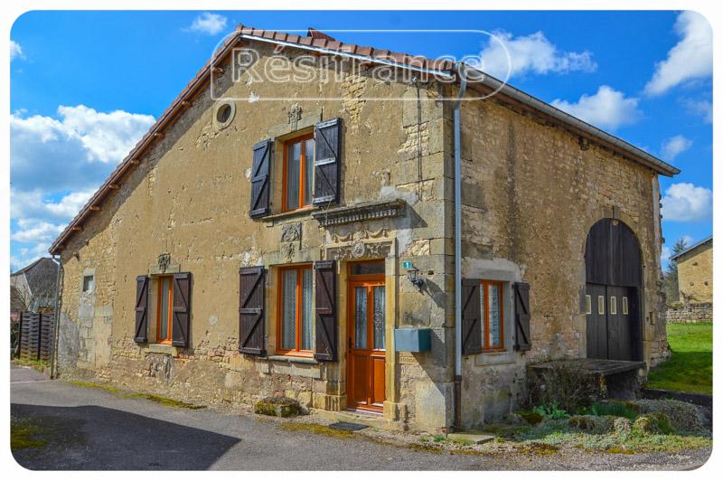 Gerenoveerde dorpswoning met kleine tuin, Haute-Marne, Frankrijk