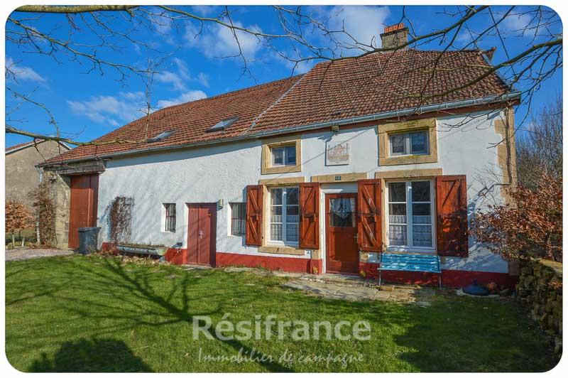 Vrijstaande woonboerderij met met mooie voor- en achtertuin, Haute-Marne, Frankrijk
