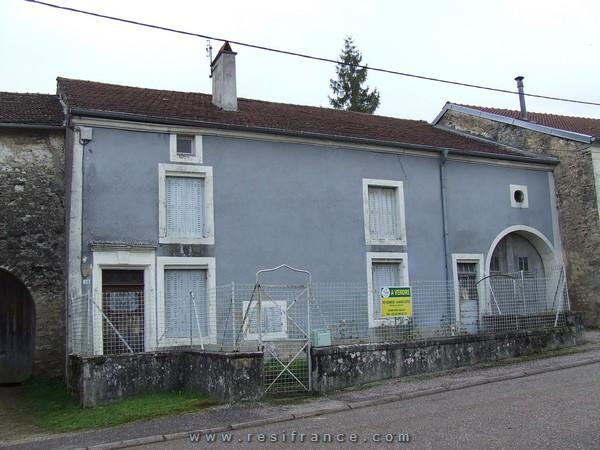 Dorpswoning met bijgebouw en mooi terrein, Haute-Marne, Frankrijk
