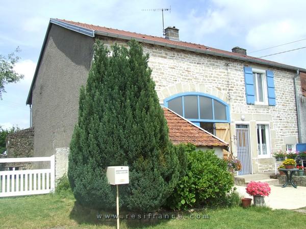 Gerenoveerde dorpswoning met leuke tuin, Haute-Marne, Frankrijk