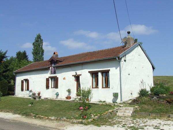 Vrijstaande dorpswoning met tuin, Haute-Marne, Frankrijk