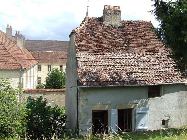 Vrijstaande dorpswoning met uitzicht en dependance, Haute-Saone, Frankrijk