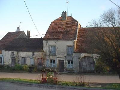 Te renoveren boerderij met diepe tuin en uitzicht, Haute Marne, Frankrijk